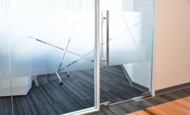 Ofis Cam Kumlama ve Grafik Çalışmaları